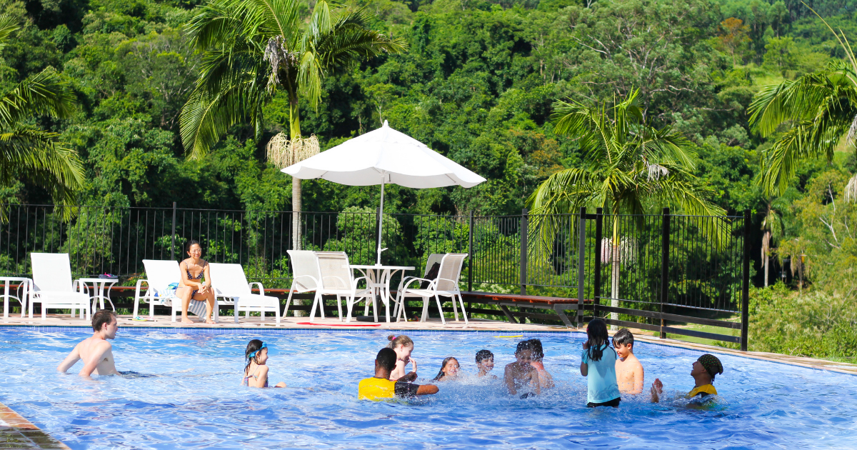 Viajar com crianças para a Fazenda Capoava: aproveite a piscina!